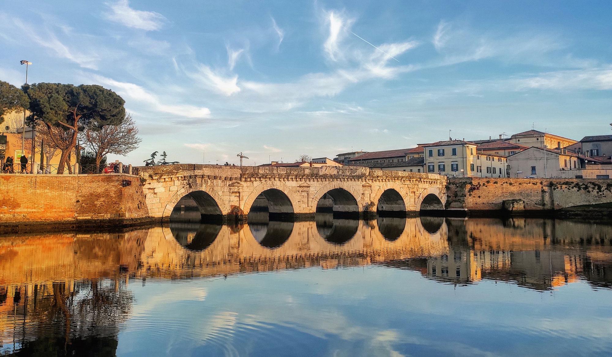 Rimini, i 2000 anni del ponte di Tiberio tra leggenda e curiosità